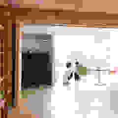 Portas e janelas ecléticas por KAWANOJI Eclético