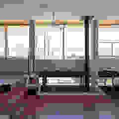 丘の上の家 モダンデザインの リビング の 株式会社小島真知建築設計事務所 / Masatomo Kojima Architects モダン