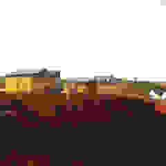 NOMAD BASE CAMP Casas industriais por Colectivo Warehouse Industrial Contraplacado