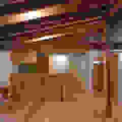 توسط 芦田成人建築設計事務所 راستیک (روستایی) چوب Wood effect