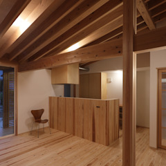de 芦田成人建築設計事務所 Rústico Madera Acabado en madera