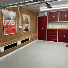 This Kent garage now has the WOW factor توسط Garageflex مدرن