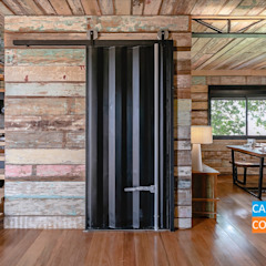 Country style corridor, hallway& stairs by Casa Container Marilia - Arquitetura em Container Country