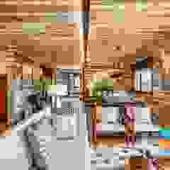 A Casa Suspensa Salas de estar campestres por Casa Container Marilia - Arquitetura em Container Campestre