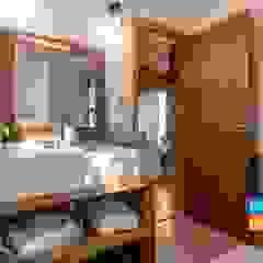 A Casa Suspensa Banheiros campestres por Casa Container Marilia - Arquitetura em Container Campestre