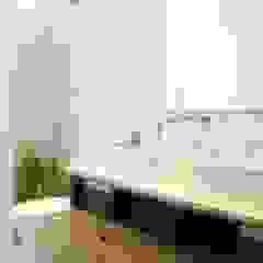 Mediterranean style bathrooms by Nido Arquitectos Mediterranean