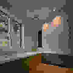 八角形の住宅 モダンスタイルの お風呂 の 久木原工務店 モダン タイル