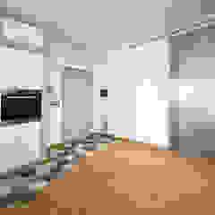 Minimalist corridor, hallway & stairs by Carmine Mergiotti, Architetto Minimalist