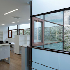 Minimalist office buildings by Pablo Falcón arquitecto Minimalist Iron/Steel