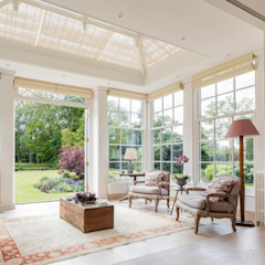 Georgian country house extended with a beautiful orangery that blends harmoniously with the house Classic style conservatory by Vale Garden Houses Classic Wood Wood effect