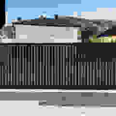 Haiku. Pionowe ogrodzenie aluminiowe w kolorze czarnym od Xcel Nowoczesny