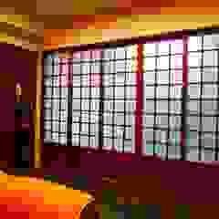 Puertas eclécticas de 喜家成室內裝修設計有限公司(原:高筌室內設計) Ecléctico