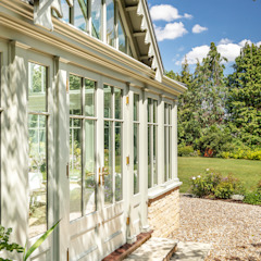 An elegant period property with a bespoke conservatory that includes design features mirrored from the house Classic style conservatory by Vale Garden Houses Classic Wood Wood effect