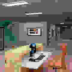 Bedrijfsentré Moderne kantoor- & winkelruimten van 3DDOC Modern
