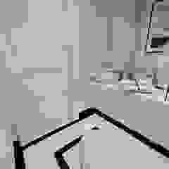 ŁAZIENKA W MARMURACH Klasyczna łazienka od EFEKTOWNE WNĘTRZA - JUSTYNA ŁUCKA Klasyczny Kwarc