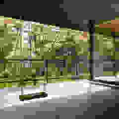 061軽井沢Hさんの家 モダンデザインの テラス の atelier137 ARCHITECTURAL DESIGN OFFICE モダン タイル