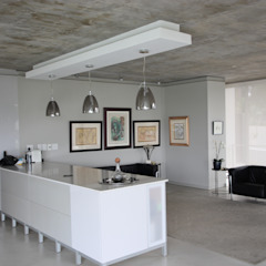 Modern minimalist house in Bryanston, Johannesburg on a sloping site with magnificent views over Johannesburg for a design concious client. by Green Evolution Architecture Minimalist MDF