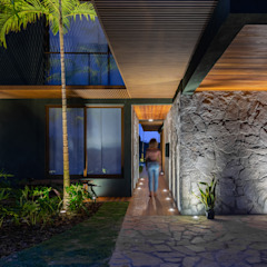 by Studio Kyze Arquitetura e Design Tropical پتھر