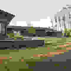 Wiejski pokój multimedialny od MIDE architetti Wiejski
