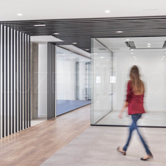 Industrial style office buildings by Luzestudio - Fotografía de arquitectura e interiores Industrial