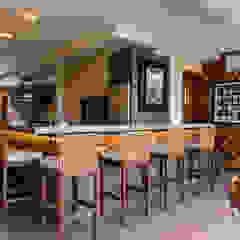 Residência de sítio Cozinhas ecléticas por Élcio Bianchini Projetos Eclético