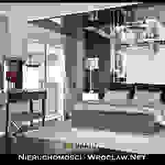 Projekt luksusowego apartamentu Nieruchomosci-Wroclaw.Net Eklektyczna sypialnia od Nieruchomosci-Wroclaw.Net Eklektyczny Drewno O efekcie drewna