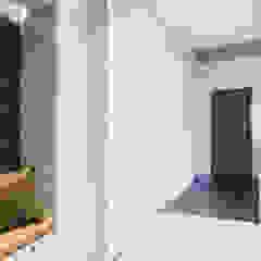 Minimalist corridor, hallway & stairs by Wide Design Group Minimalist Wood Wood effect