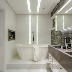 Modern Bathroom by Carolina Burin & Arquitetos Associados Modern