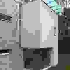 MOLTENI / BARON ASSOCIATI Anexos de estilo moderno Piedra Blanco