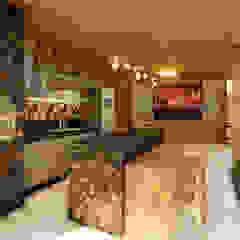 Modern Terrace by Habitus Arquitetura Modern Wood Wood effect