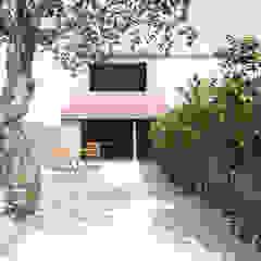 MJARC - Arquitetos Associados, lda Jardines en la fachada