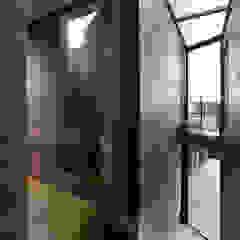 Green Living Ltd Modern corridor, hallway & stairs