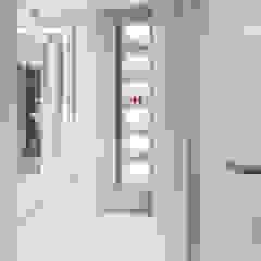 Dressing Area De Panache Modern corridor, hallway & stairs Marble Beige