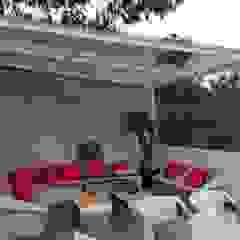 Merkalum Modern balcony, veranda & terrace Glass White