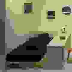 株式会社 大雪木工 BedroomBedside tables Wood Wood effect