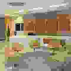 Spazhio Croce Interiores Ruang Studi/Kantor Gaya Kolonial Kayu Buatan Yellow