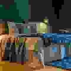 Münchner home staging Agentur GESCHKA Modern Bedroom Grey