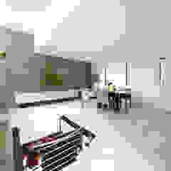 TERAJIMA ARCHITECTS/テラジマアーキテクツ Modern Living Room Tiles Beige