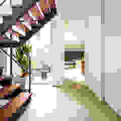 TERAJIMA ARCHITECTS/テラジマアーキテクツ Modern Corridor, Hallway and Staircase