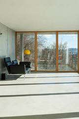 Wohnhaus am Hang, Wyhlen: moderne Wohnzimmer von GIAN SALIS ARCHITEKT