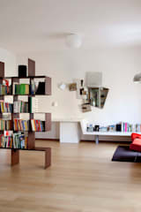 Salones de estilo moderno de MAT architettura e design