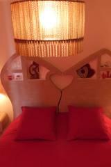 Tête de lit et table de chevet suspendu:  de style  par LpB Carton