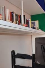 Libreria Skaffa su misura per un cliente speciale di Pisa: Soggiorno in stile in stile Moderno di Piarotto.com -  Mobilie snc