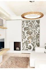Particolare parete decorativa soggiorno con carta da parati: Soggiorno in stile in stile Moderno di House Design Arredamenti