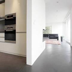 Fugenloser Zementboden Moderne Wohnzimmer von Fugenlose mineralische Böden und Wände Modern