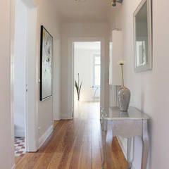 Altbauwohnung Verkaufs-Optimierung2:  Flur & Diele von wohnhelden Home Staging