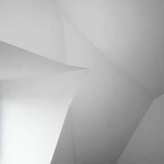 villa aan het spaarne:  Slaapkamer door derksen|windt architecten