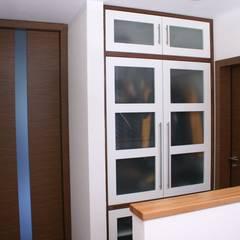 Dressing room by Schreinerei Deml GmbH, Country