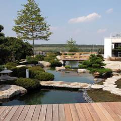Jardines de estilo  por Kirchner Garten & Teich GmbH,