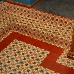 Aranżacje płytek cementowych w korytarzach i przedpokojach: styl , w kategorii Korytarz, przedpokój zaprojektowany przez Kolory Maroka